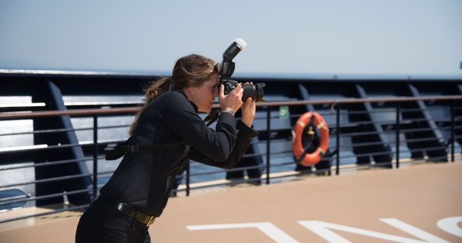 PHOTOGRAPHER WITH GERMAN OR FRENCH FOR WORK ON BOARD 5 STARS PASSENGER SHIPS